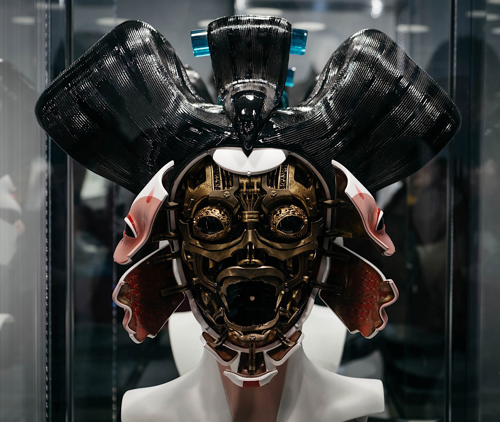 Ghost in the Shell movie 2017 geisha wearable motorized open close face