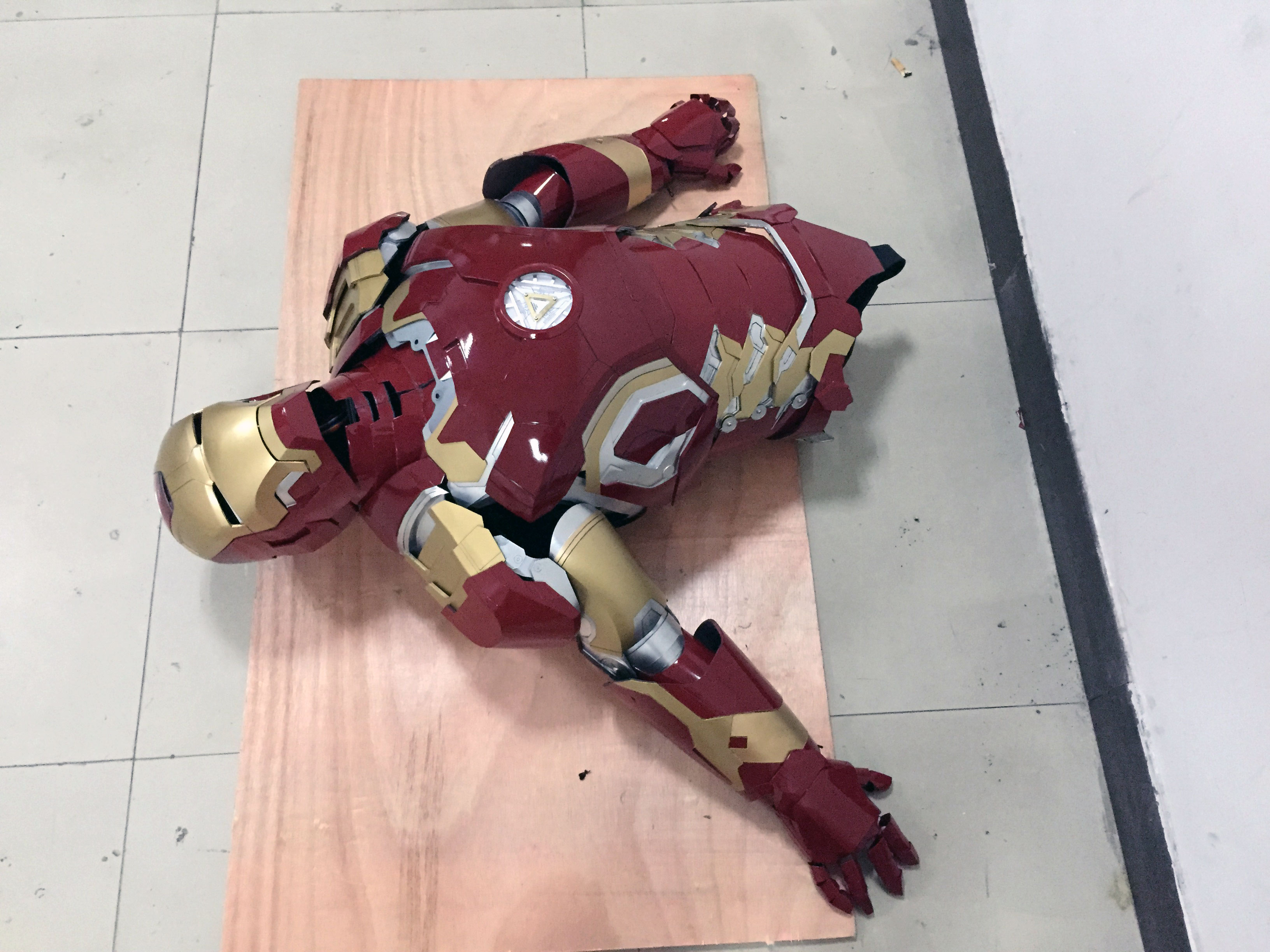 the wearable Iron Man Mark 43 (XLIII) suit costume belly 1