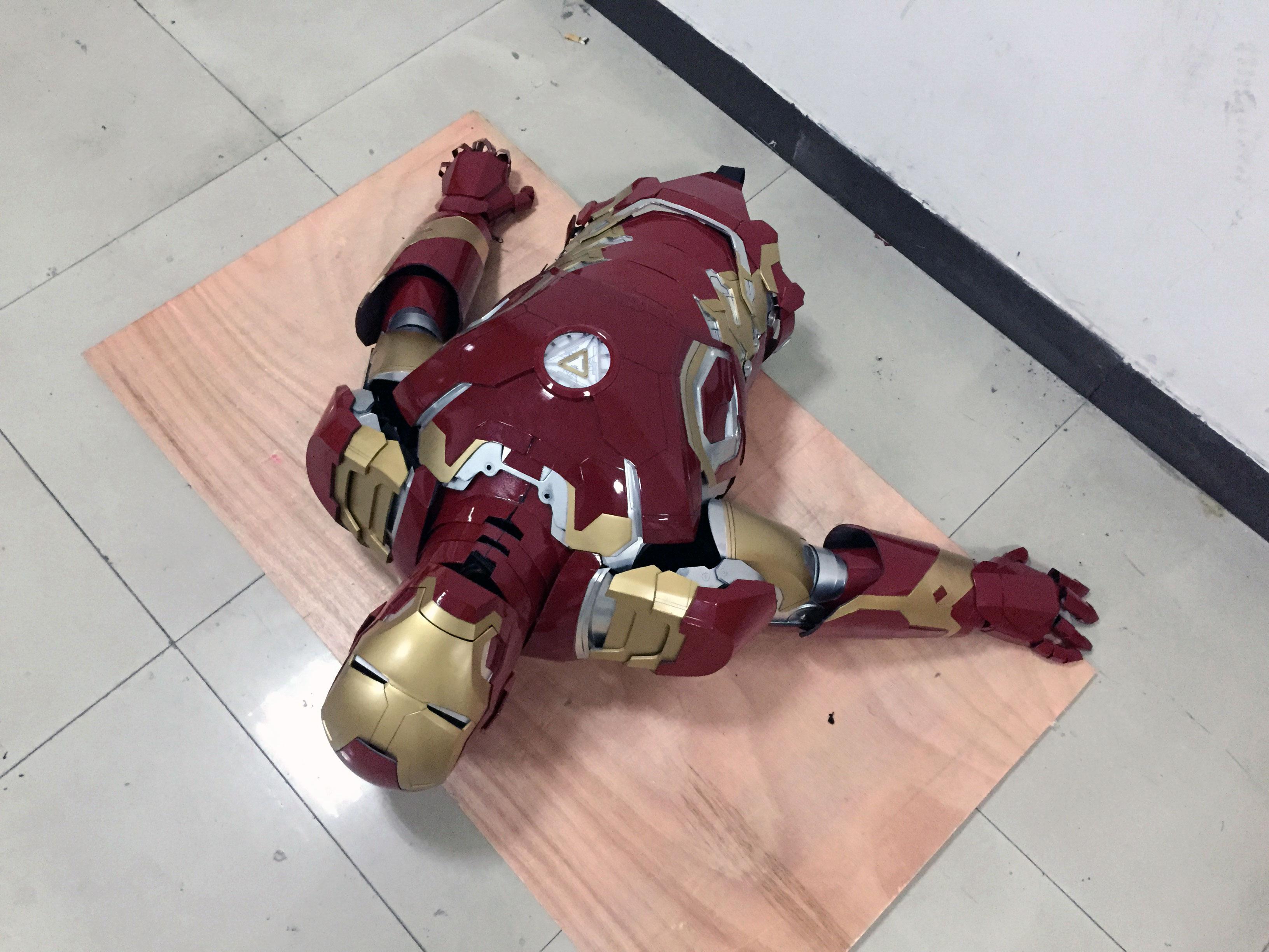 the wearable Iron Man Mark 43 (XLIII) suit costume belly 2