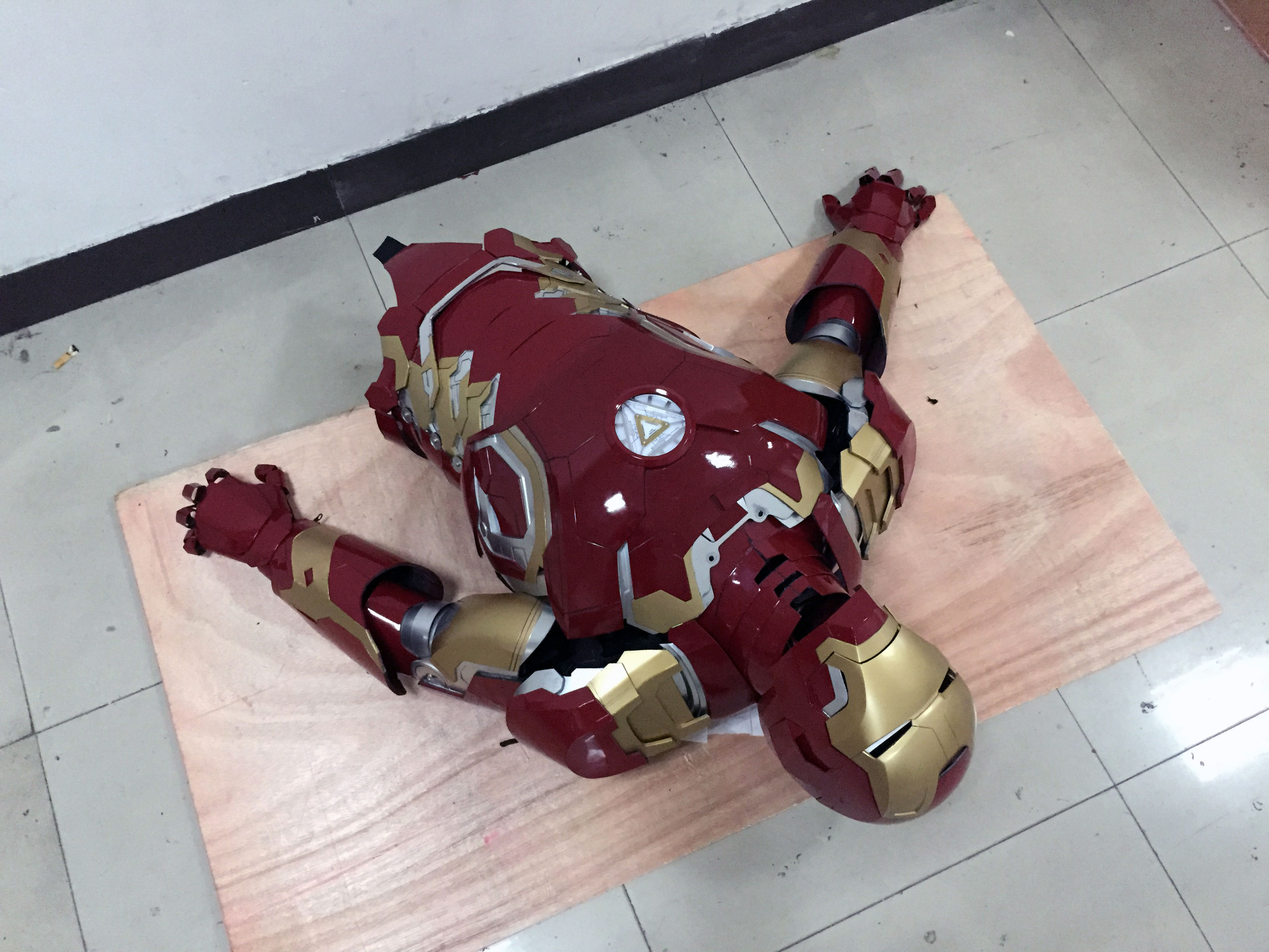 the wearable Iron Man Mark 43 (XLIII) suit costume belly 3