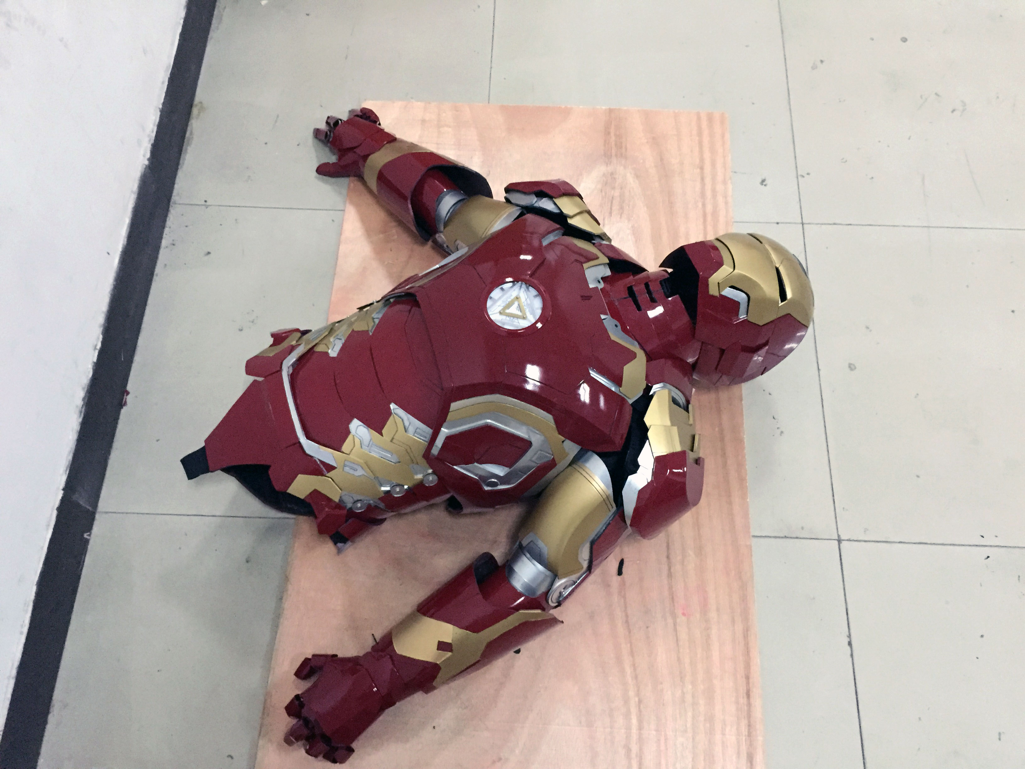the wearable Iron Man Mark 43 (XLIII) suit costume belly 4