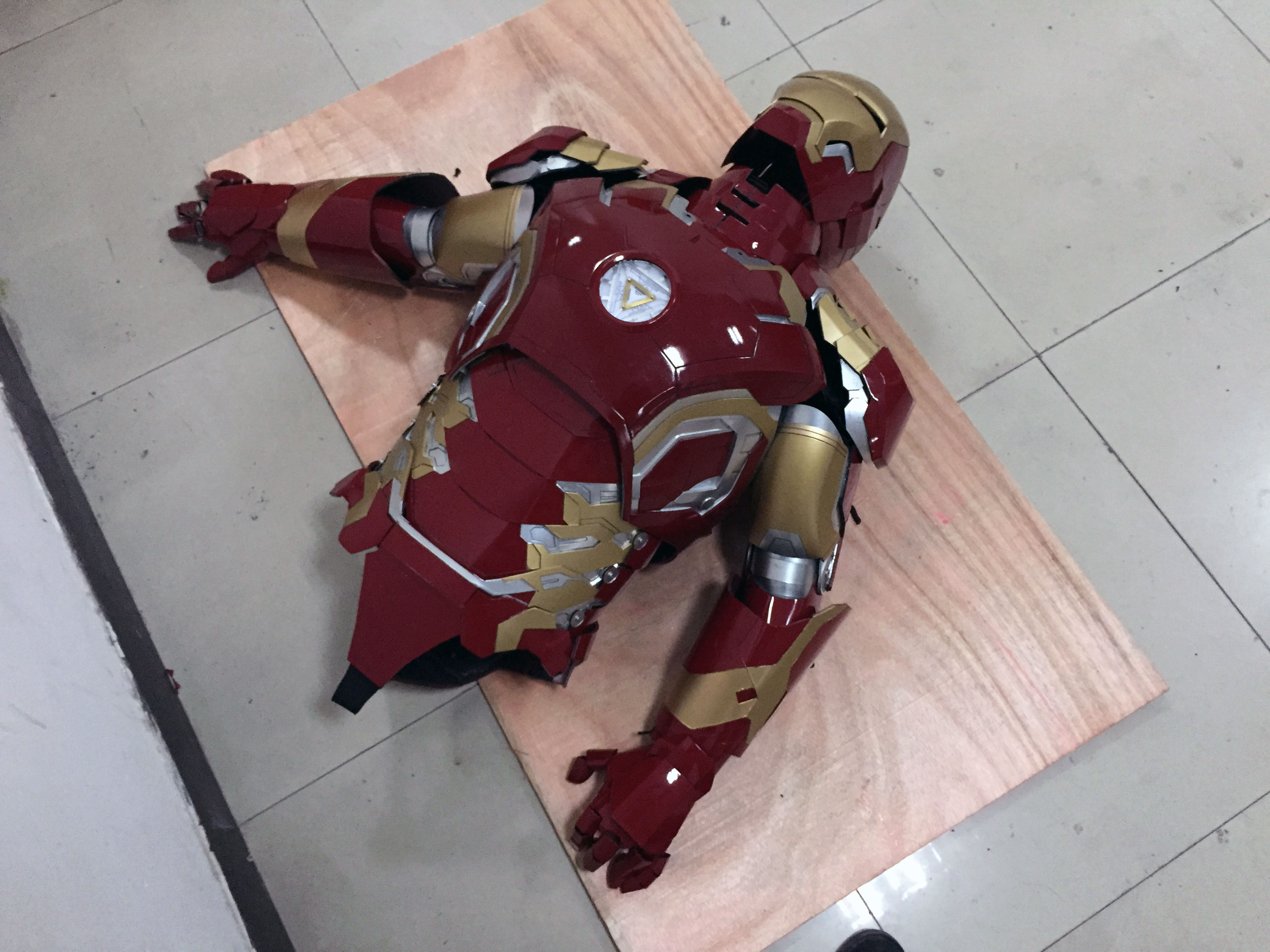 the wearable Iron Man Mark 43 (XLIII) suit costume belly 5