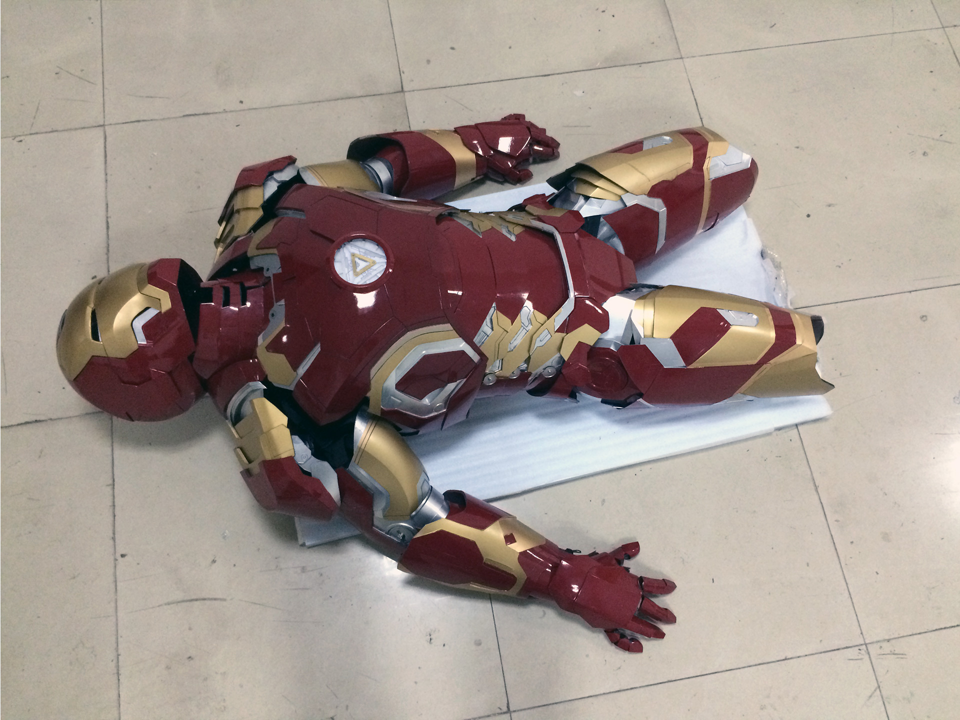 Wearable Iron Man Mark 43 (XLIII) suit costume prototype thigh 1