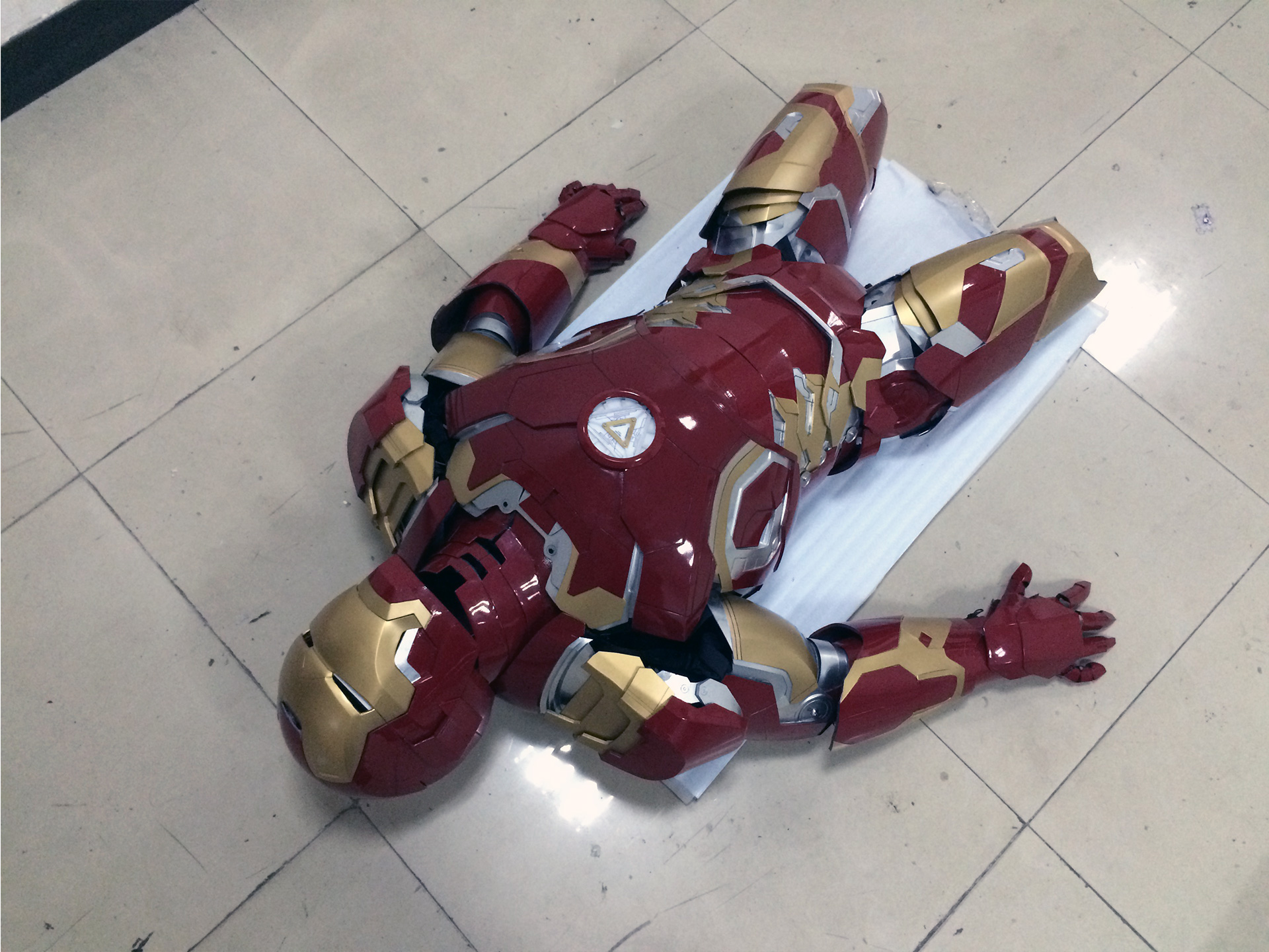 Wearable Iron Man Mark 43 (XLIII) suit costume prototype thigh 2