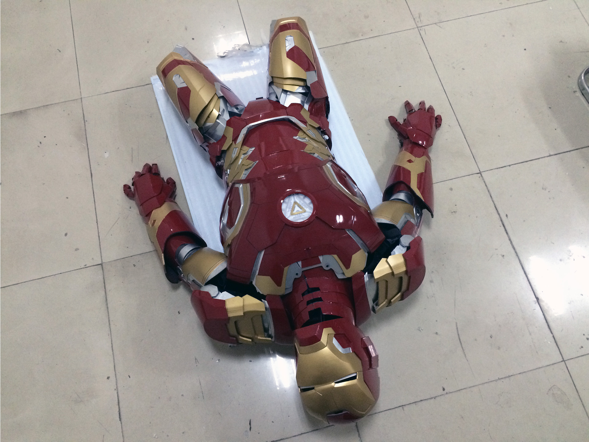 Wearable Iron Man Mark 43 (XLIII) suit costume prototype thigh 3