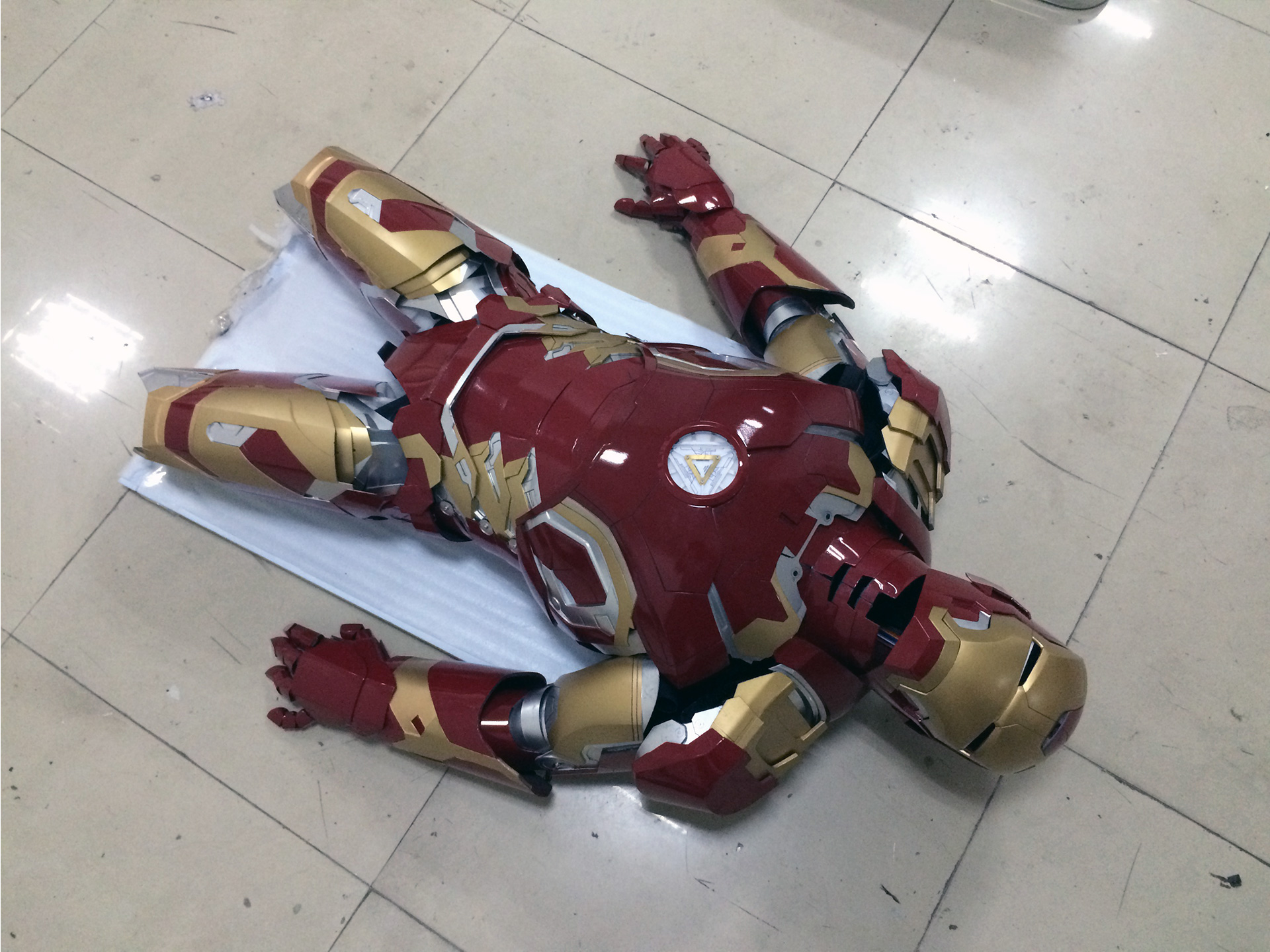 Wearable Iron Man Mark 43 (XLIII) suit costume prototype thigh 4