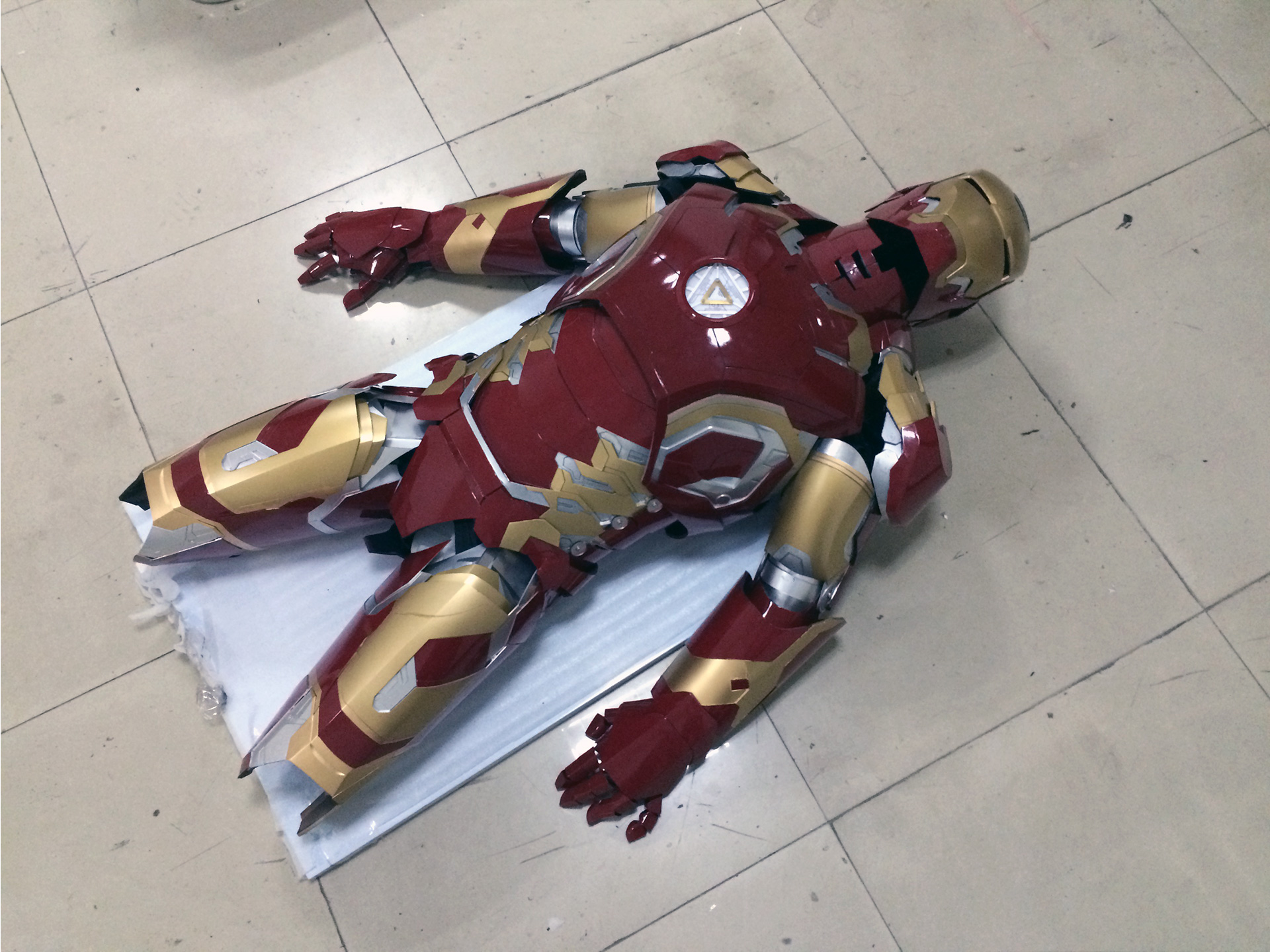 Wearable Iron Man Mark 43 (XLIII) suit costume prototype thigh 5