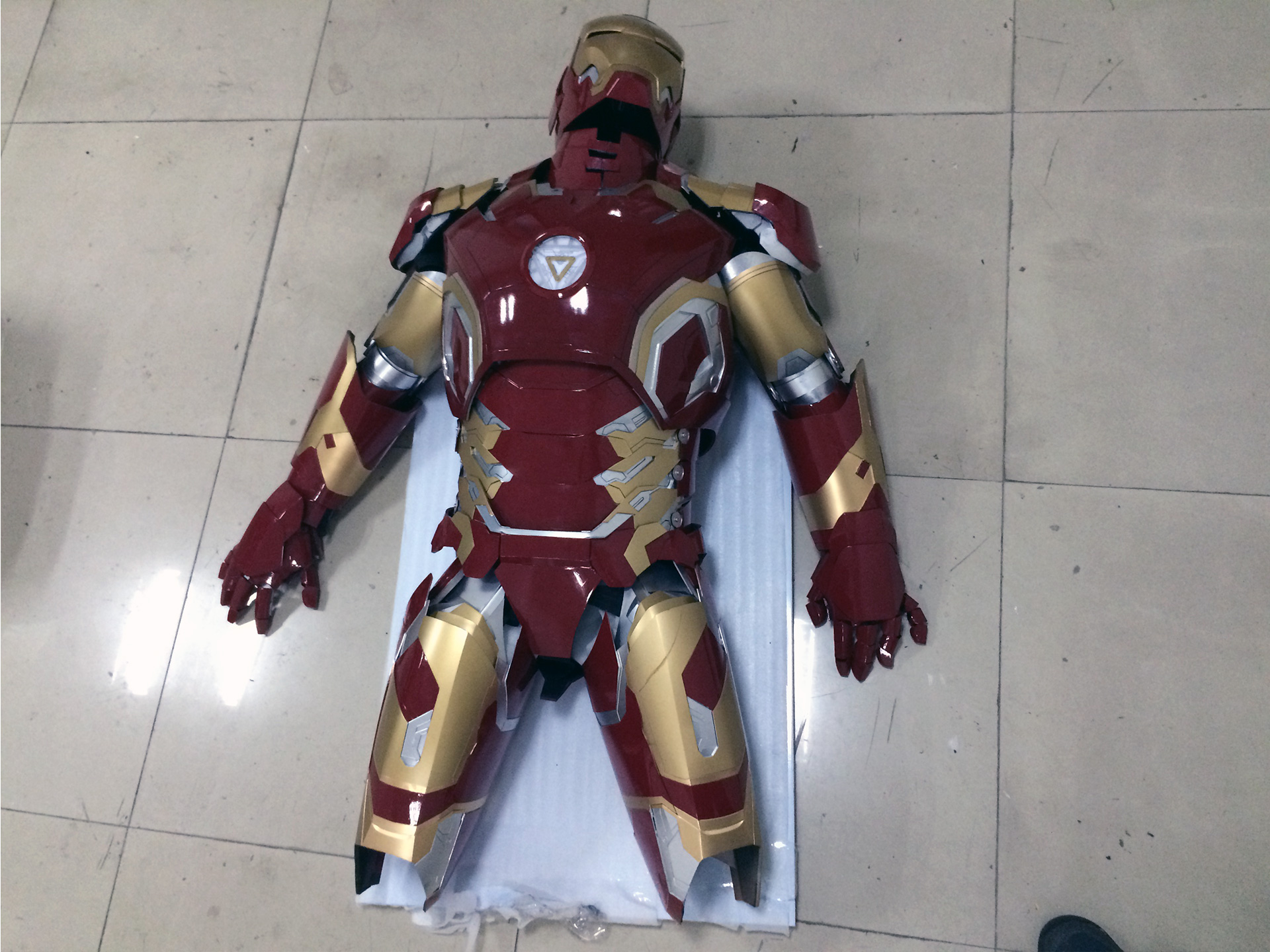 Wearable Iron Man Mark 43 (XLIII) suit costume prototype thigh 6