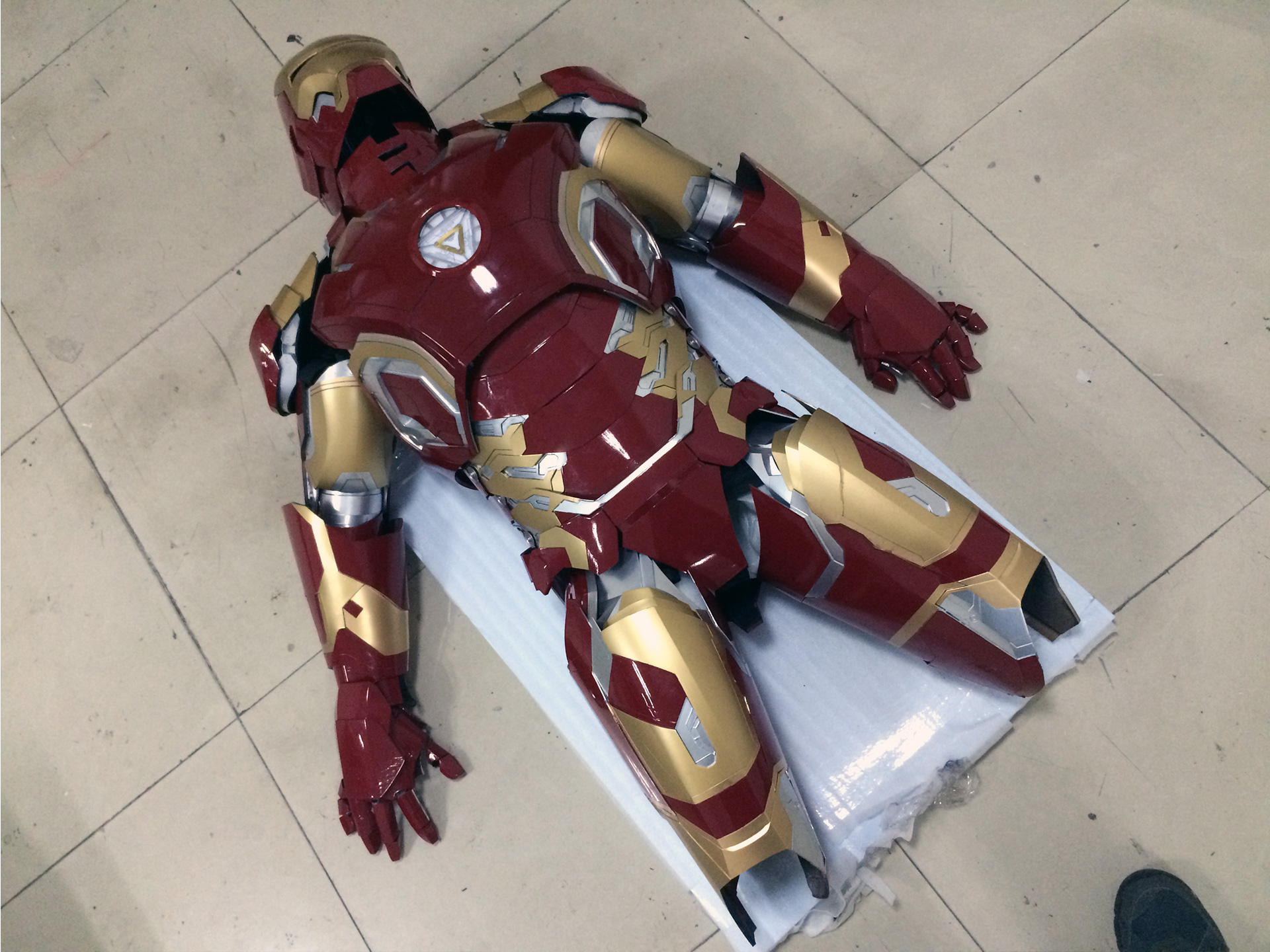 Wearable Iron Man Mark 43 (XLIII) suit costume prototype thigh 7